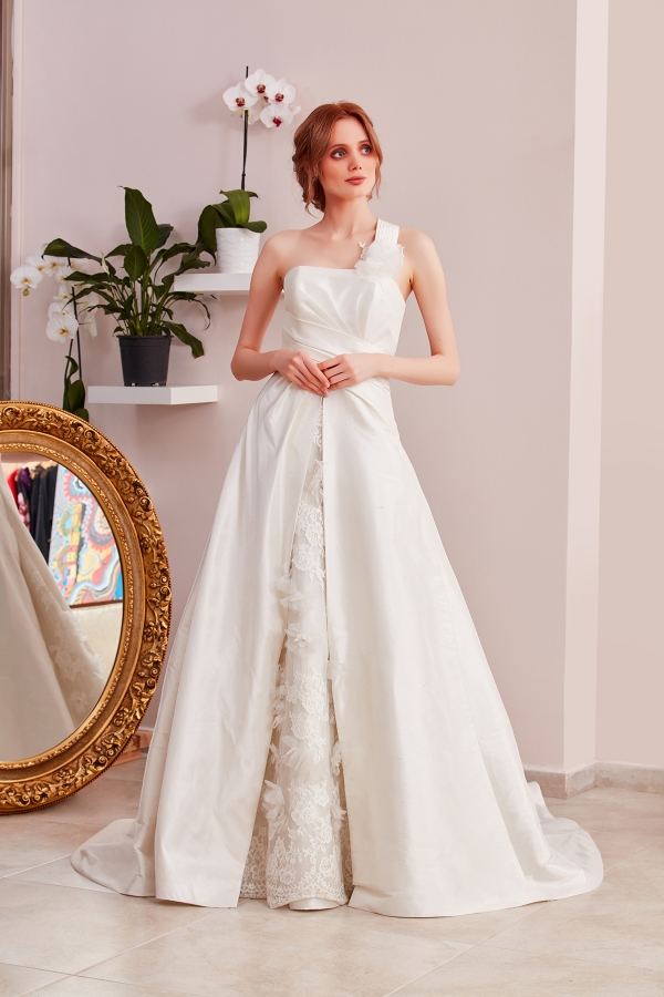 Custom Design Wedding Dresses - Free and fast delivery to all around the world. The best quality custom design wedding dresses in SerapStyle.