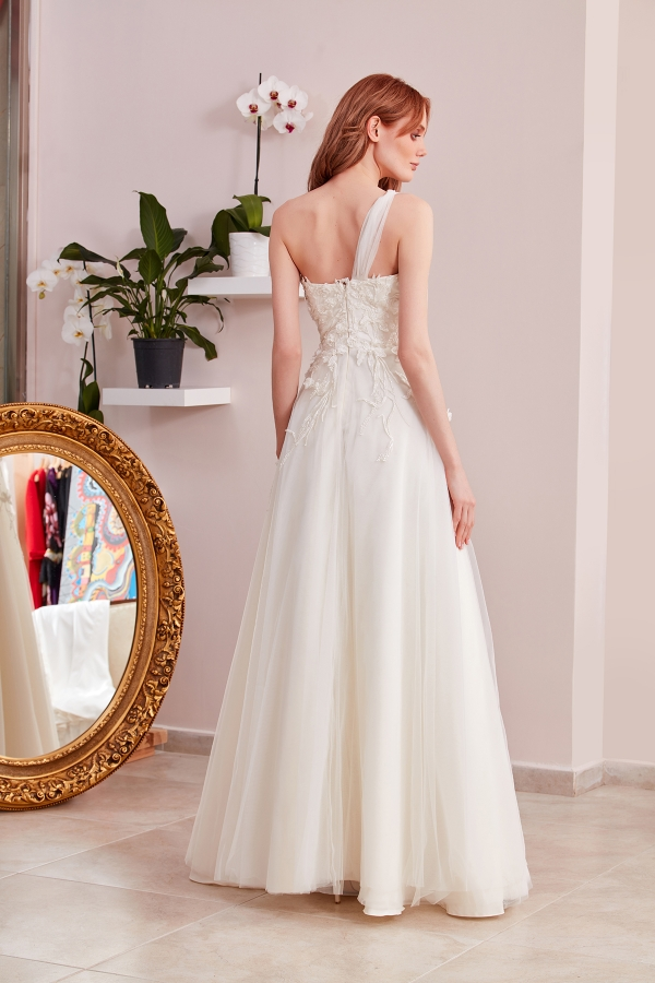 Custom Design Wedding Dresses - Free and fast delivery to all around the world. The best quality and affordable wedding dresses in SerapStyle.
