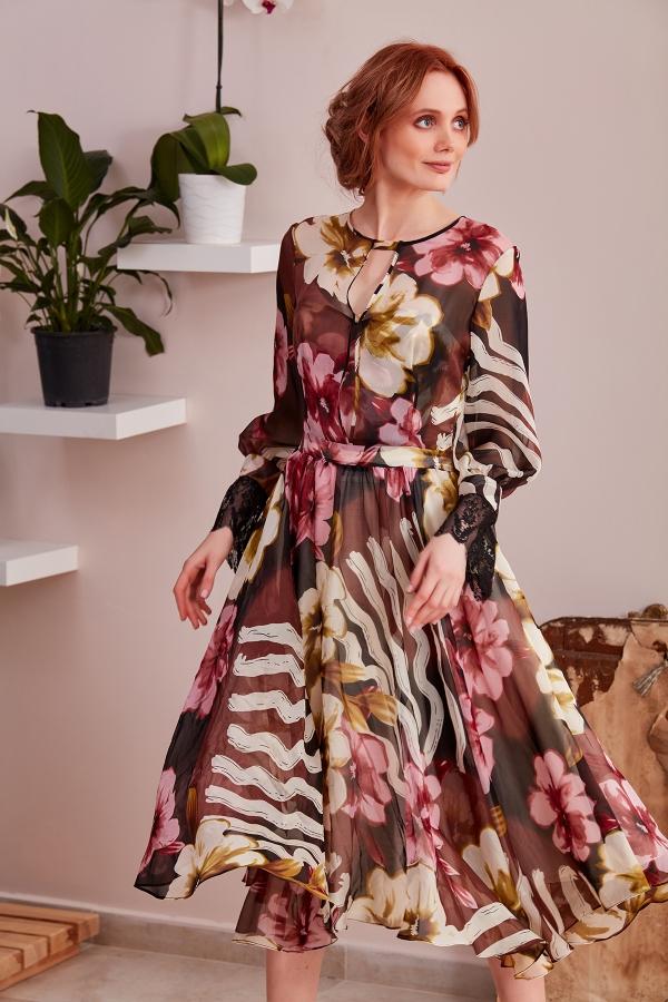 En şık özel tasarım modellerini Serap Style da bulacaksınız. Uzun, kısa, kloş, kalem, mini, midi boylar ve romantik, şık elbise modelleri web sitemizde.