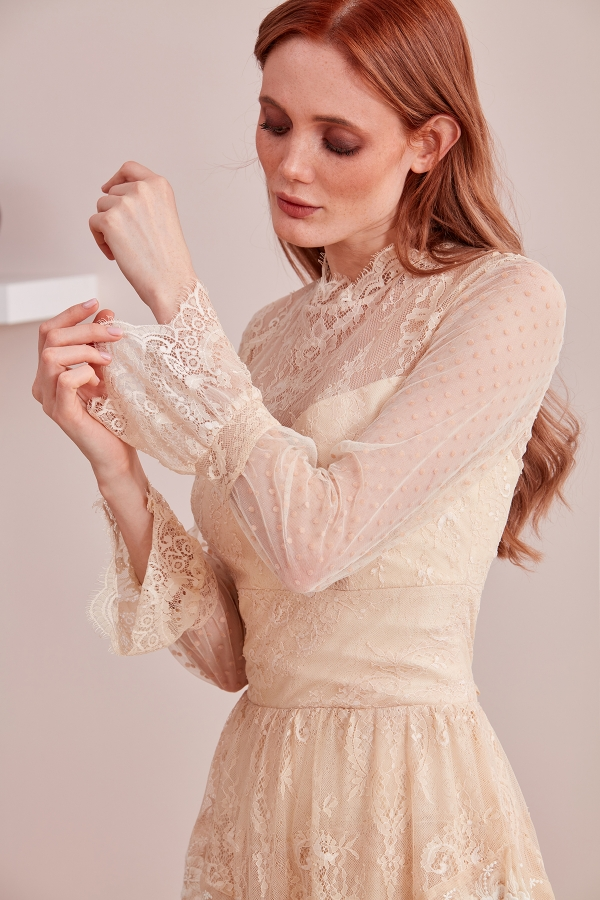 Modern tarz abiye modellerinin yanında vintage modern özel tasarım elbise modellerini de bulabileceğiniz Serap Style sizlere özel dikim fırsatı da sunuyor.
