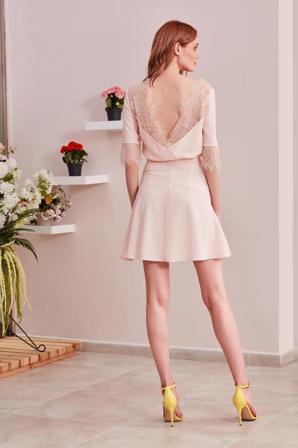 Sade şıklığı ve kaliteli görünümü üzerinizde taşımak istiyorsanız SerapStyleı tercih edin. Uygun fiyatlı özel tasarım abiye ve elbise modelleri.